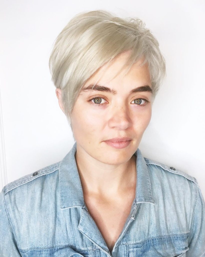 Chic Side Swept Pixie with Asymmetric Bangs and Platinum Blonde Color Short Hairstyle