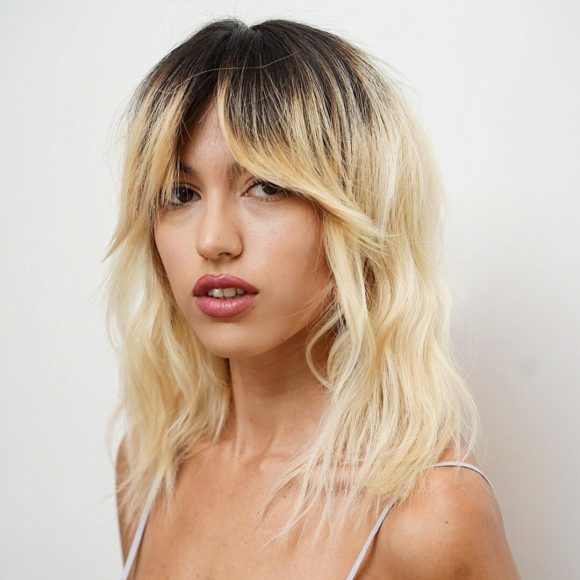 Messy Platinum Blonde Wavy Textured Lob with Fringe Curtain Bangs and Shadow Roots Medium Length Summer Hairstyle
