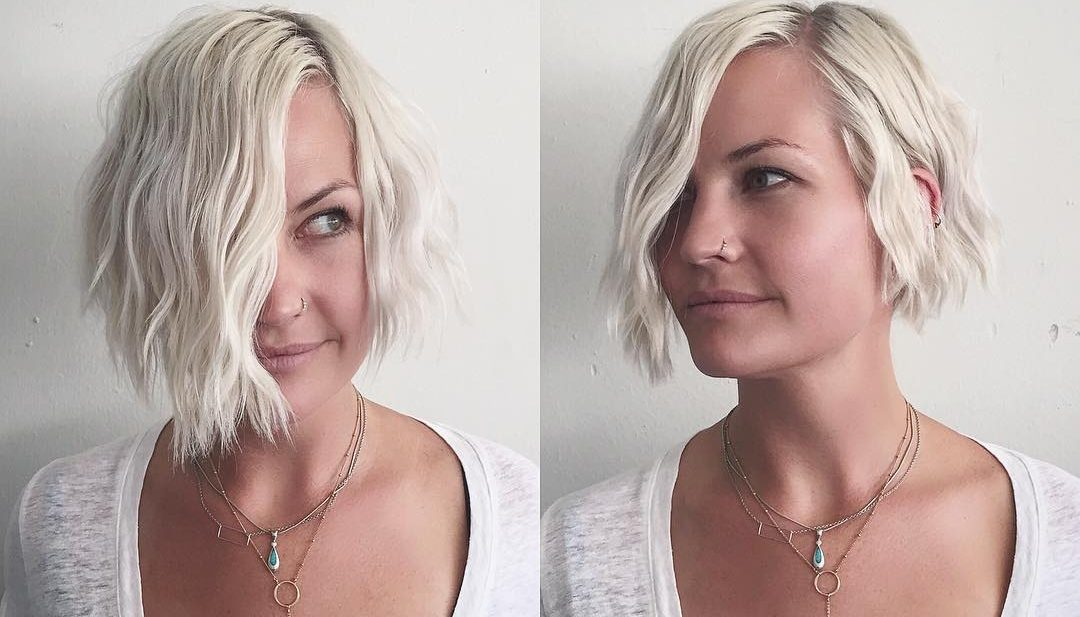 Short Platinum Bob with Soft Wavy Texture and Side Part Short Hairstyle