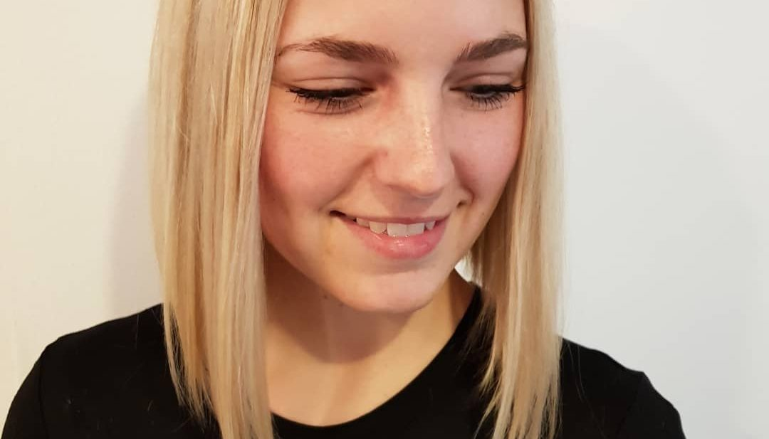 Sleek One Length Lob with Textured Ends and Blonde Color Medium Length Hairstyle